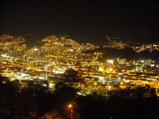 Hotel Florida: night photo of Medellin