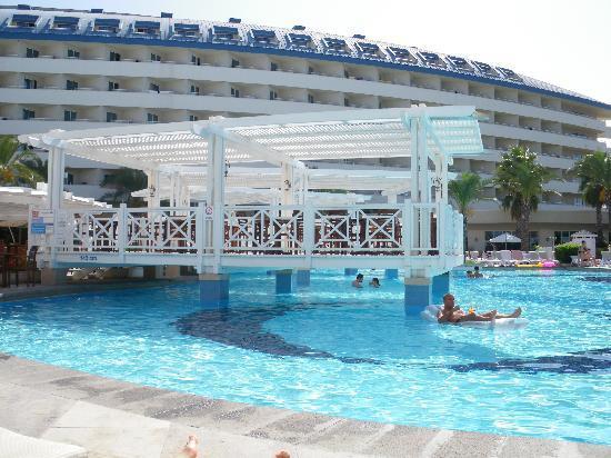 Crystal Admiral Resort Suites & Spa: Und noch ein Bild vom Pool :)