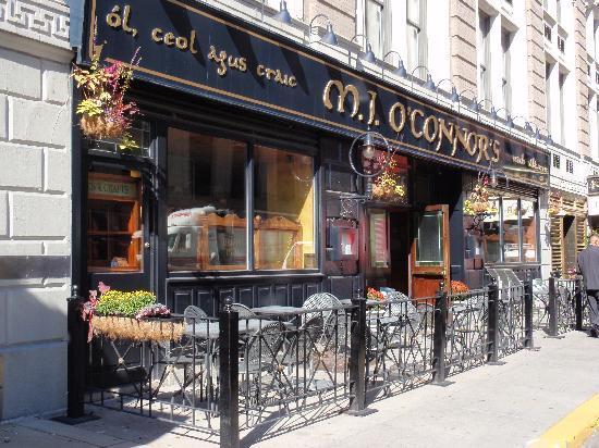 M. J. O'Connor's Irish Pub : Outdoor seating at M J's