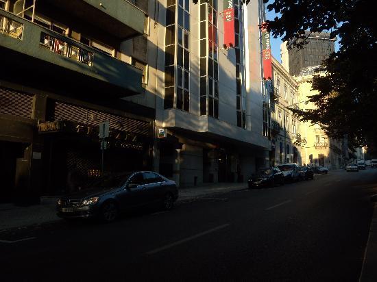 Ibis Lisboa Saldanha: Hotel front