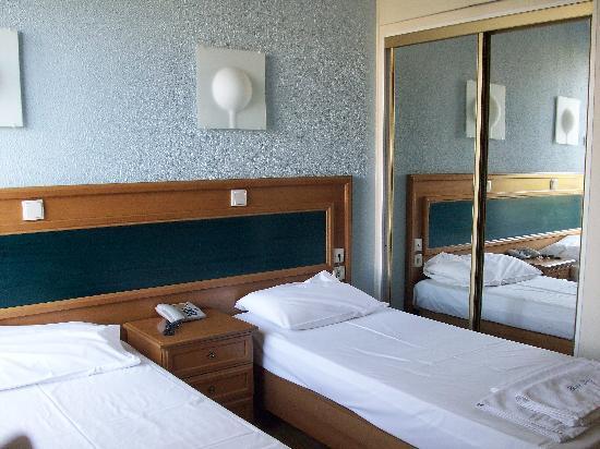 Blue Sky Hotel: Nuestra habitación