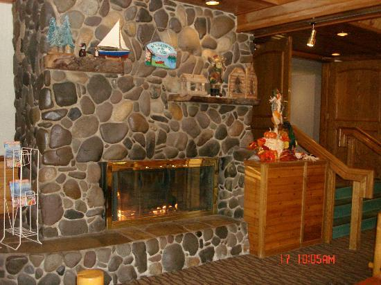 Tahoe Beach and Ski Club: Cozy lobby