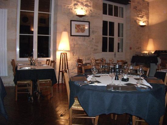 L'Auberge de l'ancienne poste: La salle à manger et les tables