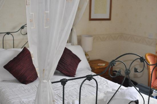 Rock House Hotel: bed