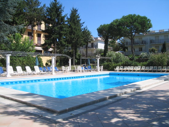 Sant'Agata sui Due Golfi, Italy: swimmingpool