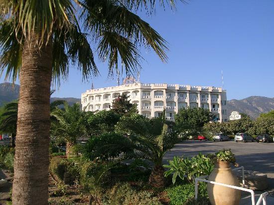 Denizkizi & Denizkizi Royal Hotel: Blick vom Parkinglot