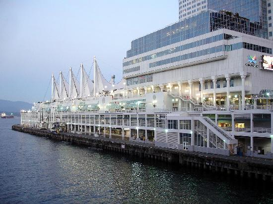 Vancouver, Canada: Convention Center mit Kreuzfahrtterminal