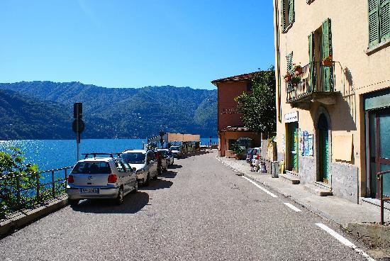 Hotel Plinio Au Lac : Plinio far right and little shop in foreground .. show how near the hotel is to the beautiful la
