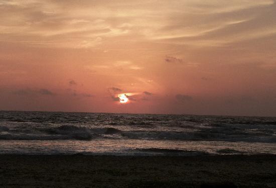 Club Bentota: sunset on the beach