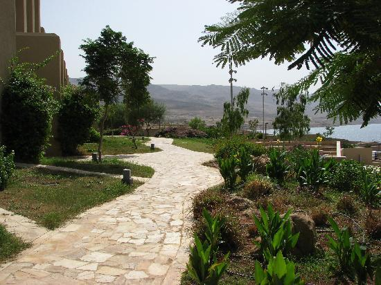 Holiday Inn Resort Dead Sea: Paths & gardens