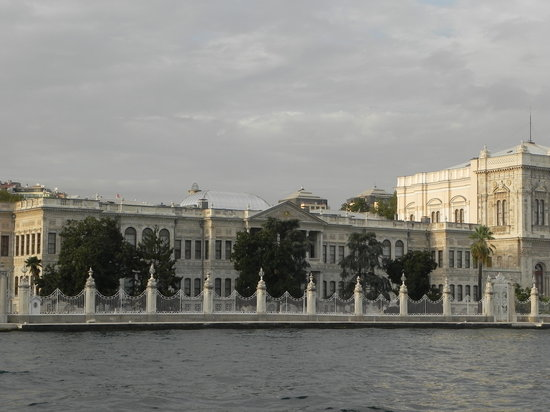 Byzas Tours Turkey: Dolmabace Palace from the Stern of the Yacht