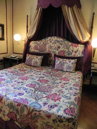 Santa Maria Novella Hotel: Bed - Junior Suite