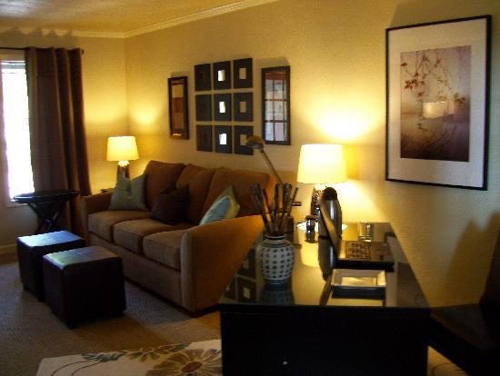 Augusta House Bed and Breakfast: Premier Suite Private Lounge