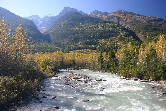 Grizzly Bear Ranch: Beautiful rivers