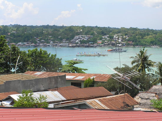 Tagbilaran City, Filippinerna: The view on the sea from the restaurant.