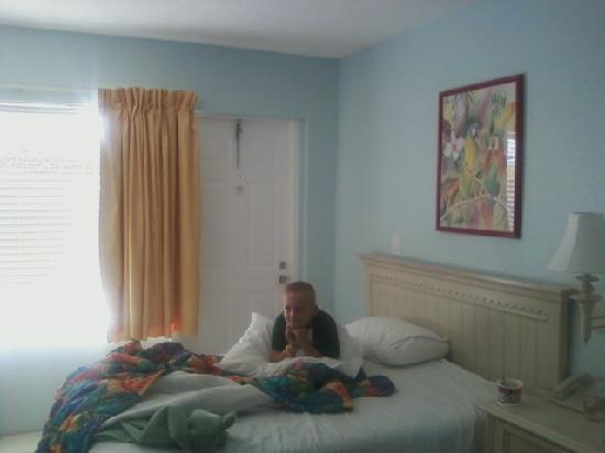 Galt Villas Inn: comfy inside hotel room