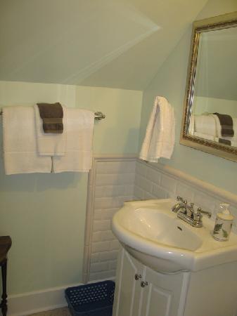 George & Cottage Bed and Breakfast: George room - bathroom
