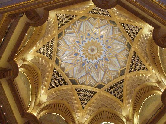 Emirates Palace: Dome-Kuppel Hote-Lobby