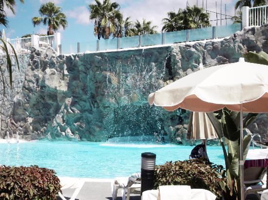 Piscine du bas avec cascade picture of clubhotel riu - Piscine avec cascade ...