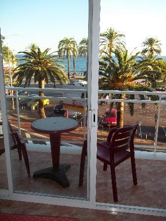 Rosamar Maritim: Balkon mit Sitzgelegenheit und Wäscheleine