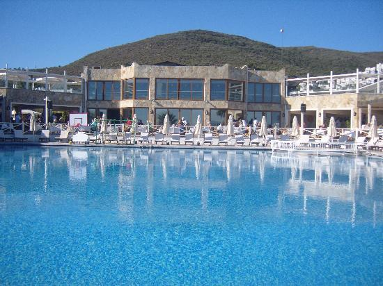 Voyage Torba: Main pool and panorama bar