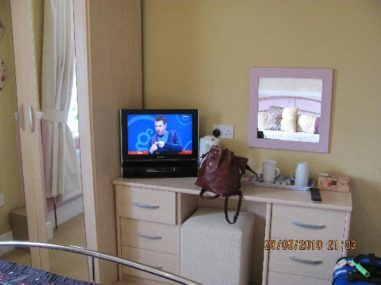 The Groveside Guest House: TV and dresser