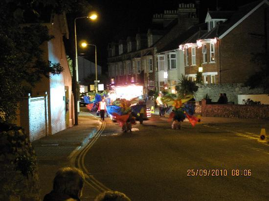 The Groveside Guest House: Decorated for the Sidmouth parade