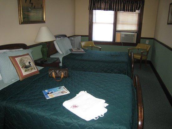 Hotel Nichols: DUCK ROOM