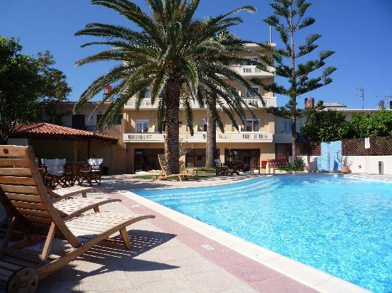 Hotel Kissamos: Poolside