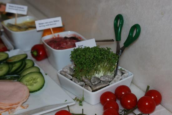 Hotel Rathaus Wein & Design : Kresse selbst frisch schneiden