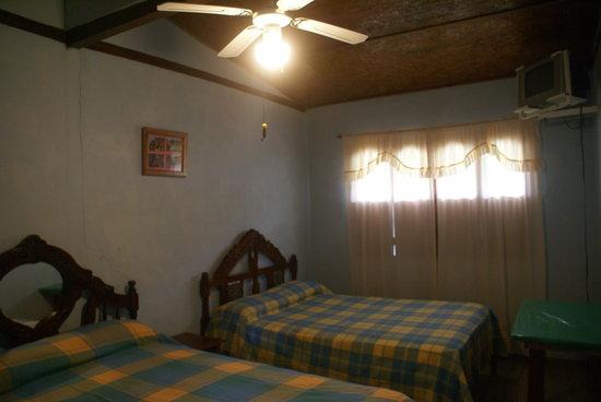 Hostal Los Juanes: La habitación