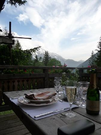Les Chalets de Philippe: Dinner of the deck prepared and served by 5star chef!
