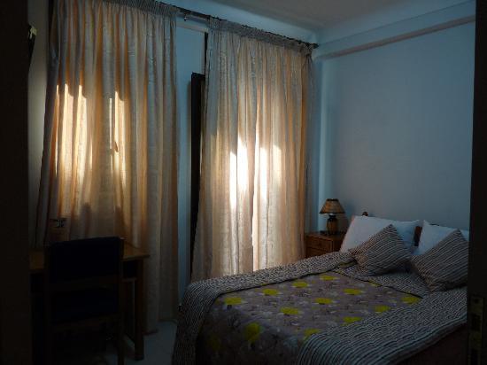Le Raja Hotel: chambre