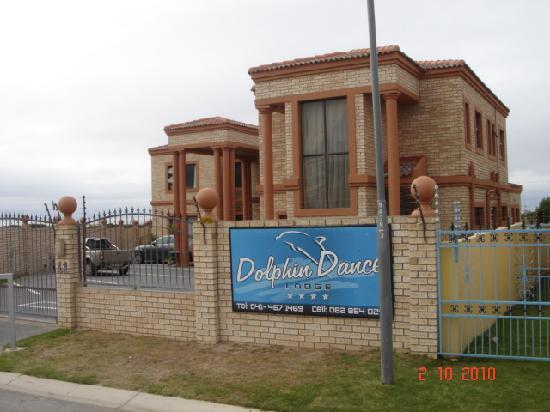 Dolphin Dance Lodge: Outside view of hotel