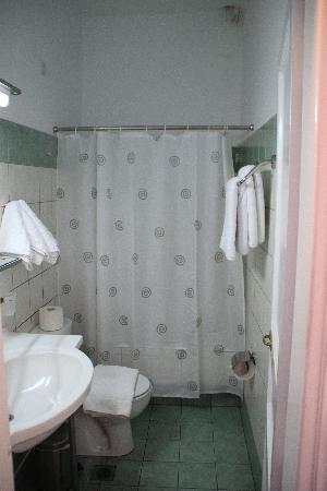 Hotel Tagoo: Bathroom