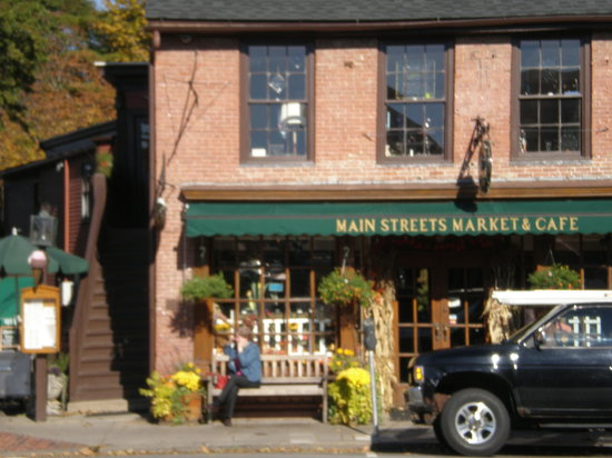 Main Streets Market & Cafe: out front