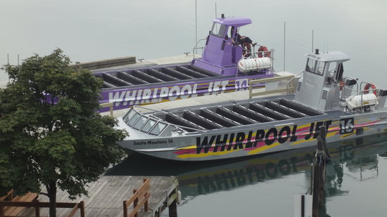 Whirlpool Jet Boat Tours: Los Botes