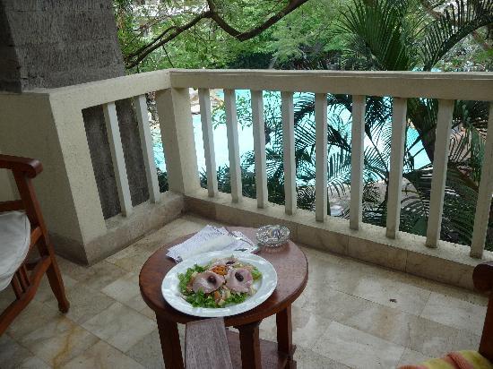 Hotel Kumala Pantai: Room service salad - Yum!