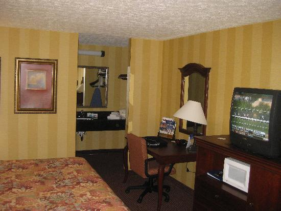 Best Western Aquia/Quantico Inn: desk area