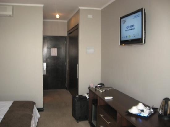 Hotel Spark Iquique: Hervidor y tele en la habitación