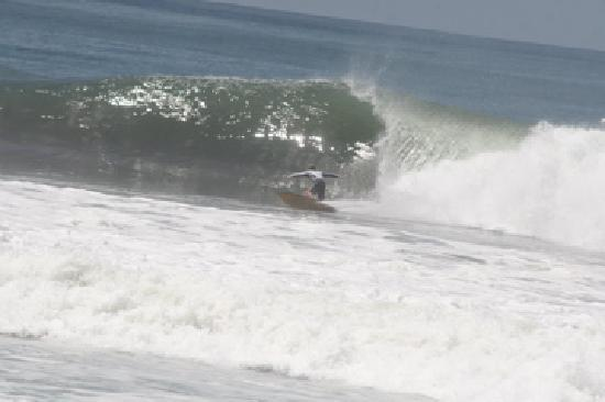 Surf Tours Nicaragua: no crowd at the beach break