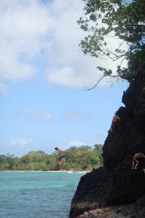 Mondo Taitu: Cliff Jumping!