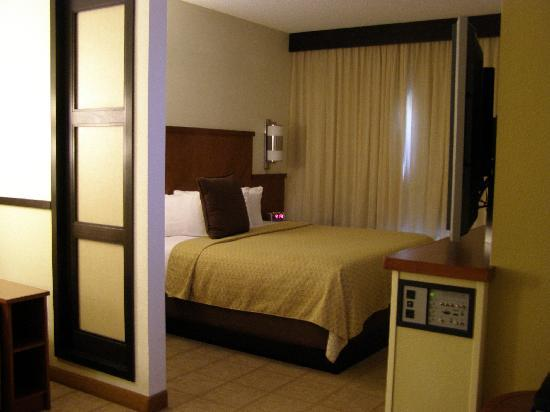 Hyatt Place Phoenix - North: Bedroom / Living room