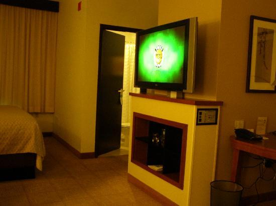 Hyatt Place Phoenix - North: Bed, tv, desk