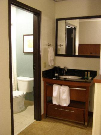 Hyatt Place Phoenix - North: Bathroom area