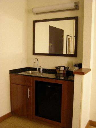 Hyatt Place Phoenix - North: Kitchenette