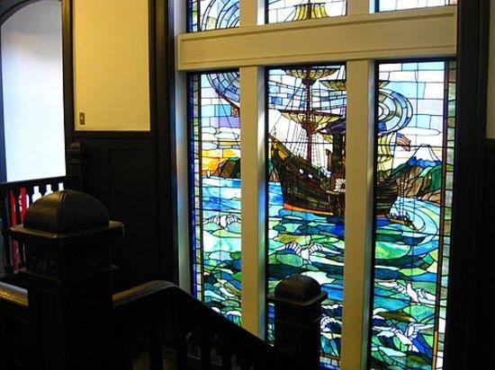 Yokohama Port Opening Hall: 開港当時の横浜を描いたステンドガラス