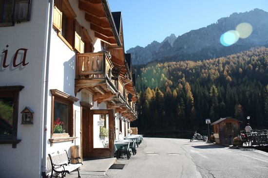 Misurina, Italië: from the very quiet one way road.