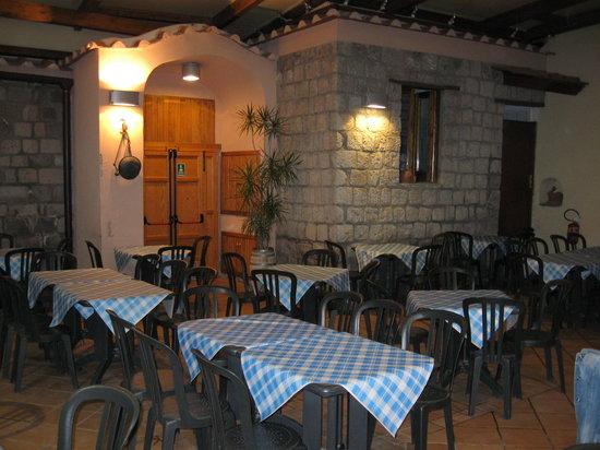 Pizzeria Da Cardone: saletta cortile