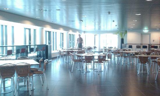 Hotel Cabinn Aalborg : empty on weekdays